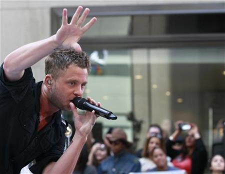 Lead singer Ryan Tedder of OneRepublic performs on NBC's 'Today' Show in New York, May 28, 2010. REUTERS/Brendan McDermid