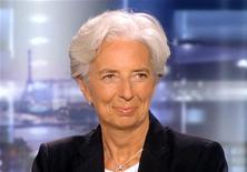 Министр финансов Франции Кристин Лагард в телестудии близ Парижа, 28 июня 2011 года. Министр финансов Франции Кристин Лагард во вторник была избрана новым управляющим директором Международного валютного фонда. REUTERS/TF1/Handout