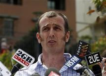 <p>Former hostage Nigel Brennan, an Australian freelance photojournalist, speaks at a news conference in Sydney December 9, 2009. REUTERS/Daniel Munoz</p>