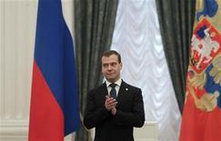 <p>Russia's President Dmitry Medvedev applauds during a ceremony to award young Russian cultural workers in Moscow's Kremlin June 28, 2011. REUTERS/Alexander Natruskin</p>