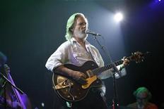 """Ator Jeff Bridges em passagem de som antes de seu show na Califórnia, em 28 de junho de 2011. Bridges retomou sua carreira musical com o álbum """"Jeff Bridges"""". 28/06/2011  REUTERS/Mario Anzuoni"""