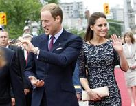<p>Britain's Prince William and his wife Catherine, Duchess of Cambridge, arrive at the National War Memorial in Ottawa June 30, 2011. REUTERS/Blair Gable</p>