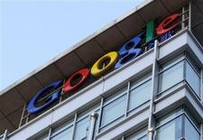 <p>Google a suspendu le processus d'adhésion par invitations à son nouveau réseau social, Google Plus, moins de 48 heures après le lancement de la version test de ce que le géant d'internet présente comme le centre nerveux de ses services en ligne. /Photo d'archives/REUTERS</p>