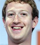 """Fundador e presidente-executivo do Facebook, Mike Zuckerberg, no fórum do G8 em Paris, maio de 2011. Zuckerberg disse a jornalistas que o Facebook fará um lançamento """"sensacional"""" na semana que vem. 25/05/2011 REUTERS/Gonzalo Fuentes"""