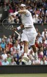 Rafael Nadal comemora vitória sobre Andy Murray na semifinal de Wimbledon. 01/07/2011 REUTERS/Eddie Keogh