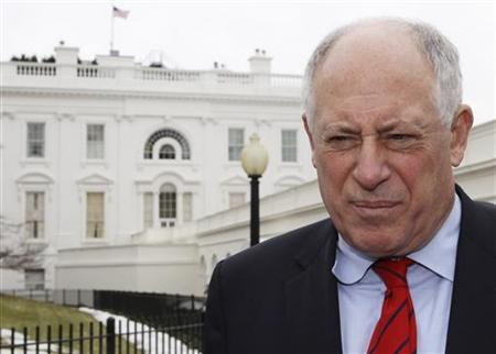 Illinois Governor Pat Quinn speaks to the press after a meeting with U.S. President Barack Obama during a National Governors Association meeting at the White House in Washington, February 22, 2010. REUTERS/Larry Downing