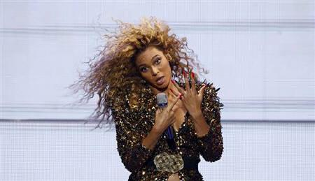 Beyonce performs on the Pyramid stage on the last day of the Glastonbury Festival in Somerset June 26, 2011. REUTERS/Cathal McNaughton