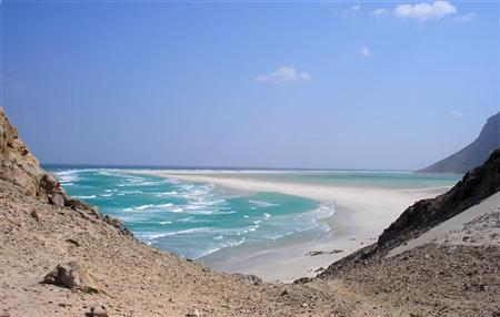The approach to Ditwa lagoon and beach near the port of Qalensiya, the second biggest town on Yemen's Socotra island in the Arabian Sea February 1, 2008. REUTERS/ Alistair Lyon