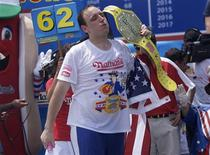 <p>Joey Chestnut wins first place with 62 hot dogs in ten minutes in the 2011 Nathan's Famous Fourth of July International Hot Dog Eating Contest at Coney Island, Brooklyn, New York July 4, 2011. REUTERS/Allison Joyce</p>