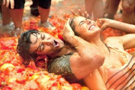 Bollywood stars Hrithik Roshan and Katrina Kaif are seen in a sequence from the film ''Zindagi Na Milegi Dobara'' which re-creates Spain's annual Tomatina festival. REUTERS/Handout
