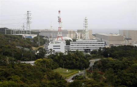 7月6日、海江田経済産業相は、全国の原子力発電所を対象に、安全検査「ストレステスト」を実施する方針を明らかにした。写真は中部電力の浜岡原発。静岡県御前崎市で5月撮影(2011年 ロイター/Issei Kato)
