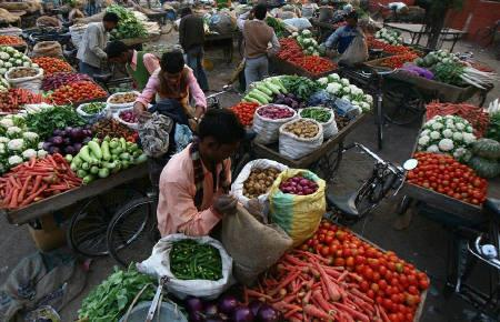 Vendors arrange vegetables on their carts at a wholesale vegetable market in Chandigarh November 8, 2009. REUTERS/Ajay Verma/Files