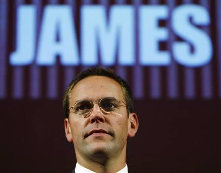 James Murdoch rehearses for his James MacTaggert Memorial lecture as part of the Media Guardian Edinburgh International TV Festival in Edinburgh, Scotland  August 28, 2009. REUTERS/David Moir/Files