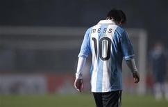 Lionel Messi deixa campo após empate da Argentina com a Colômbia na Copa América. 06/07/2011             REUTERS/Marcos Brindicci