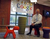 O presidente do conselho do Google, Eric Schmidt, em entrevista à Reuters na sede do Google em Buenos Aires, Argentina, março de 2011. Schmidt afirmou ver espaço para várias redes sociais na Internet. 04/03/2011 REUTERS/Enrique Marcarian