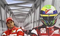 O brasileiro Felipe Massa, da Ferrari, durante o treino livre para o Grande Prêmio da Inglaterra de Fórmula 1. Massa foi o piloto mais rápido na segunda sessão do treino. 08/07/2011 REUTERS/Leonhard Foeger
