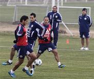Jogadores do Paraguai treinam para jogo contra o Brasil na Copa América.  REUTERS/Andres Stapff