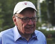"""Rupert Murdoch chega a Sun Valley para reunião do Allen and Company em Idaho, 7 de julho de 2011. Murdoch disse neste sábado que a decisão de fechar o tabloide """"News of the World"""" foi """"coletiva"""". 07/07/2011 REUTERS/Anthony Bolante"""