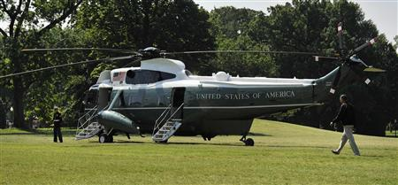 U.S. President Barack Obama walks across the South Lawn to depart via Marine One helicopter for a visit to Camp David, from the White House in Washington, July 9, 2011. REUTERS/Jonathan Ernst