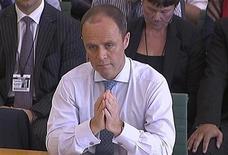 John Yates, comissário-assistente da Polícia Metropolitana de Londres, ao ser interrogado no Parlamento britânico. 12/07/2011  REUTERS/Parbul TV via Reuters TV