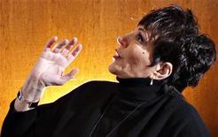 A atriz e cantora norte-americana Liza Minnelli posa para a Reuters em Nova York, novembro de 2009. Liza recebeu o título de oficial da Legião de Honra da França. 24/11/2009 REUTERS/Carlo Allegri