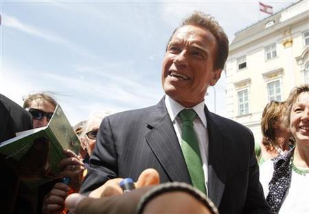 Former Governor of California Arnold Schwarzenegger shakes hands with fans at Ballhausplatz in Vienna, June 21, 2011. REUTERS/Lisi Niesner