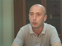 Задержанный фотограф Ираклий Геденидзе отвечает на вопросы следователя, 9 июля 2011 года.Грузия в среду пообещала максимальную открытость в деле трех грузинских фоторепортеров, обвиненных в шпионаже в пользу России. REUTERS/Handout