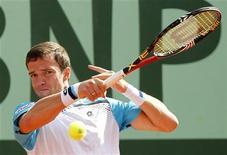 Теймураз Габашвили во время матча на Открытом чемпионате Франции в Париже 22 мая 2011 года. Российский теннисист Теймураз Габашвили не смог пробиться в четвертьфинал турнира Swedish Open, проходящего в Бостаде.  REUTERS/Regis Duvignau