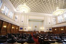 Парламент Болгарии в Софии 20 января 2011 года. Парламент Болгарии в четверг одобрил изменения в законодательстве, согласно которым лица, сотрудничавшие со спецслужбами при социализме, не смогут занимать высшие дипломатические должности.   REUTERS/Stoyan Nenov