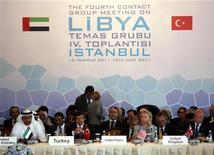 Министр иностранных дел ОАЭ Абдулла бин Зайед аль-Нахьян, глава МИД Турции Ахмед Давутоглу, Госсекретарь США Хиллари Клинтон и глава МИД Великобритании Уильям Хейг на конференции в Стамбуле   США и еще ряд стран Запада и арабского мира в пятницу признали ливийских повстанцев законной властью, поддержав противников Муаммара Каддафи и расчистив путь к разблокированию миллиардов долларов на замороженных с санкции ООН зарубежных счетах Ливии. REUTERS/Osman Orsal