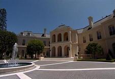 Mansão em Los Angeles comprada por Petra Ecclestone, filha do bilionário executivo-chefe da Fórmula 1 Bernie Ecclestone, por 85 milhões de dólares. REUTERS/Reuters TV