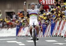 O norueguês Thor Hushovd, do Garmin-Cervelo comemora  a vitória na 13a etapa do Tour de France 2011, de Pau a Lourdes. 15/07/2011 REUTERS/Denis Balibouse