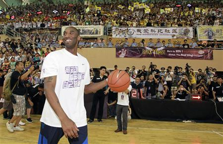 NBA basketball player Kobe Bryant of the Los Angeles Lakers smiles to fans upon his arrival at a stadium during his 2011 China Tour in Changsha, Hunan province July 16, 2011. REUTERS/Joe Tan