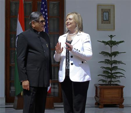 Secretary of State Hillary Clinton (R) speaks with India's Foreign Minister Somanahalli Mallaiah Krishna during a photo call before their meeting in New Delhi July 19, 2011. REUTERS/B Mathur