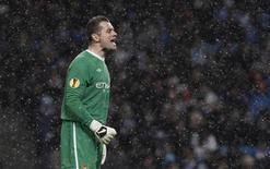 "Голкипер ""Манчестер Сити"" Шей Гивен на матче в Манчестере, 1 декабря 2010 года. ""Астон Вилла"" купила вратаря ""Манчестер Сити"" ирландца Шея Гивена, сообщил клуб из Бирмингема. REUTERS/Phil Noble"