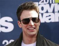 <p>Chris Evans arrives at the 2011 MTV Movie Awards in Los Angeles June 5, 2011. REUTERS/Danny Moloshok</p>