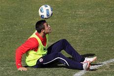 O chileno Alexis Sánchez, que foi contratado pelo Barcelona, treina com a seleção chilena na Copa América. 15/07/2011. REUTERS/Ivan Alvarado