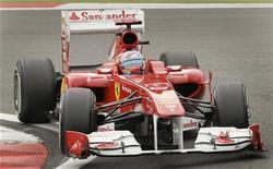 Fernando Alonso, da Ferrari, durante primeira sessão de treino para o GP da Alemanha no circuito Nuerburgring, em 22 de julho. Alonso liderou na sexta-feira, duas semanas depois de vencer sua primeira prova da temporada, na Grã-Bretanha. 22/07/2011   REUTERS/Wolfgang Rattay