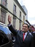 Президент Венесуэлы Уго Чавес в Каракасе, 24 июля 2011 года. Президент Венесуэлы Уго Чавес будет баллотироваться на новый шестилетний срок в следующем году, несмотря на перенесенную операцию, сообщил сам политик в интервью газете Correo del Orinoco, опубликованном в воскресенье. REUTERS/Miraflores Palace/Handout