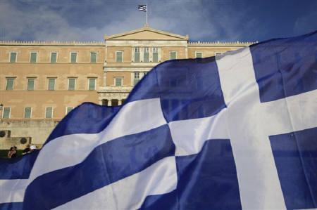 7月25日、ムーディーズはギリシャのソブリン格付けを「Caa1」から3ノッチ引き下げた。写真は6月にアテネで撮影(2011年 ロイター/Pascal Rossignol)