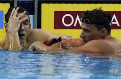 Nadadores dos EUA Michael Phelps e Ryan Lochte após a final dos 200m livre no Mundial de Xangai. 26/07/2011 REUTERS/David Gray