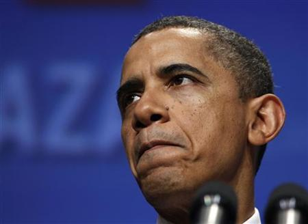 U.S. President Barack Obama pauses while speaking at the annual conference of the National Council of La Raza at the Marriot Wardman Park Hotel in Washington July 25, 2011. REUTERS/Larry Downing