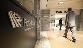Главный офис Potash Corp в Саскатуне 3 ноября 2010 года. Крупнейший в мире производитель удобрений Potash Corp увеличил прибыль на 75 процентов во втором квартале, превысив ожидания, так как рост мировых цен на зерно стимулирует спрос на удобрения.  REUTERS/David Stobbe