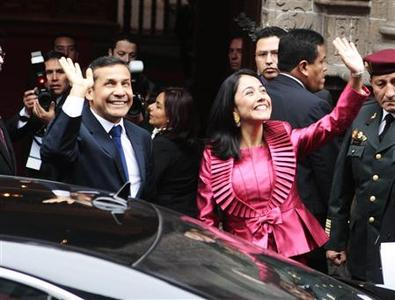 Peru's President-elect Ollanta Humala and his wife Nadine Heredia wave as they arrive at the foreign ministry for a ceremony before being sworn into office, in Lima July 28, 2011. REUTERS/Jack Ramon-ANDINA/Handout