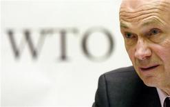 Генеральный директор ВТО Паскаль Лами на пресс-конференции в Женеве, 26 января 2005 года. Вступление России во Всемирную торговую организацию (ВТО) не за горами и может произойти к концу текущего года, сказал генеральный директор ВТО Паскаль Лами в интервью Рейтер. REUTERS/Denis Balibouse
