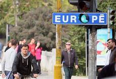 Улица в Тиране 7 ноября 2010 года. Европейская комиссия предложила облегчить правила въезда в Калининград для родственников жителей города и для бизнесменов, сообщил представитель Евросоюза в пятницу. REUTERS/Arben Celi