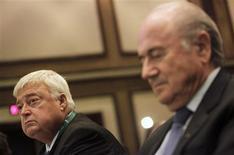 Presidente da Fifa, Joseph Blatter, e o presidente da CBF e do comitê organizador do Mundial, Ricardo Teixeira, em evento da Fifa no Rio de Janeiro. 29/07/2011 REUTERS/Ricardo Moraes
