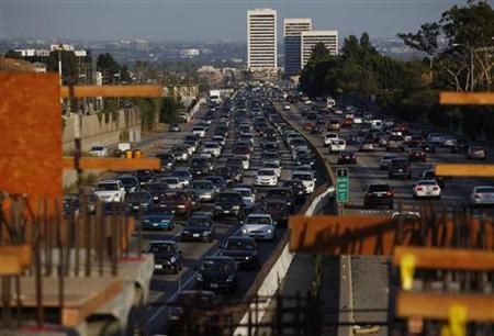 Traffic moves slowly on the 405 freeway in Los Angeles, California in this July 14, 2011 file photo. REUTERS/Eric Thayer