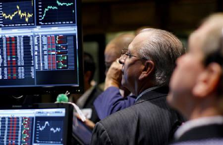 Traders work on the main trading floor of the New York Stock Exchange July 29, 2011. REUTERS/Mike Segar