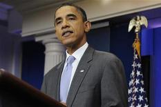 """Президент США Барак Обама выступает в Белом доме в Вашингтоне, 31 июля 2011 года. Республиканцы и демократы в воскресенье договорились о повышении долгового лимита США, а президент Барак Обама призвал законодателей """"поступить правильно"""" и одобрить предложенное соглашение, чтобы предотвратить дефолт. REUTERS/Jonathan Ernst"""